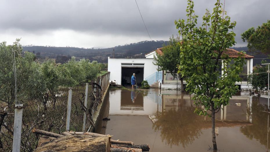 Evija ponovo pogođena nepogodama: Poplave na severu ostrva, plaže zatrpane blatom